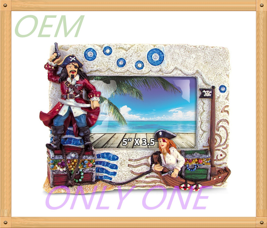 OEM service pirate statue resin photo frame